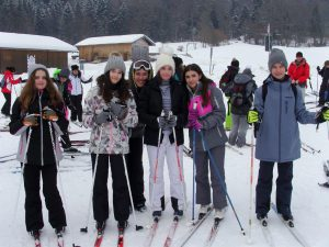 Der 7. Jahrgang der Lindenauschule erlernt das Skifahren im Chiemgau