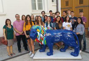PoWi-Leistungskurs besucht Plenardebatte des hessischen Landtags