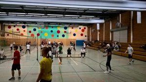 """""""Die Süße Blonde von der Tribüne"""" gewinnt das Neujahrs-Volleyball-Turnier der Oberstufe an der Lindenauschule"""
