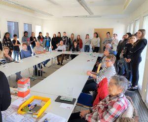 Seniorenbüro der Stadt Hanau und die Lindenauschule bieten wieder Smartphone- und Internetseminare an