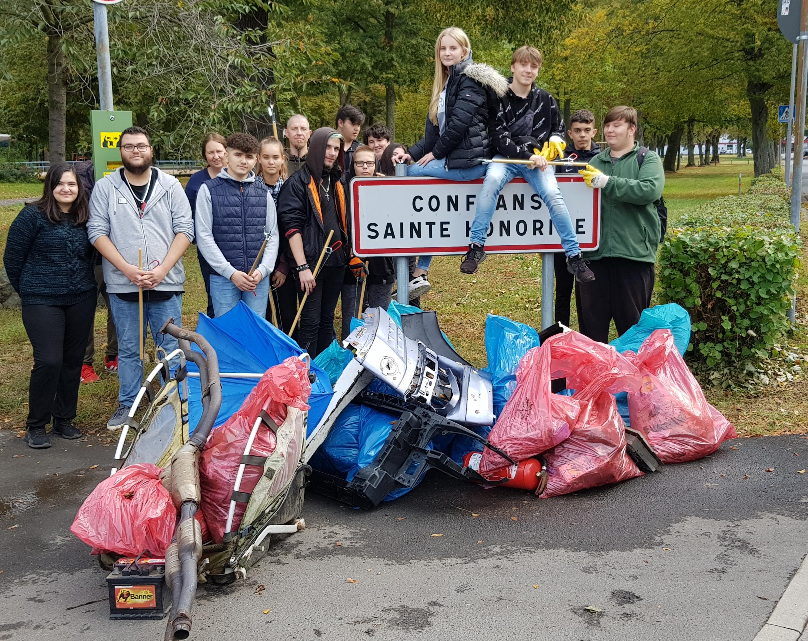 Lindenauschüler aus Großauheim räumen ihren Stadtteil auf
