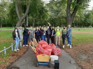 Sauberkeitspaten der Lindenauschule räumen wieder ihren Stadtteil auf